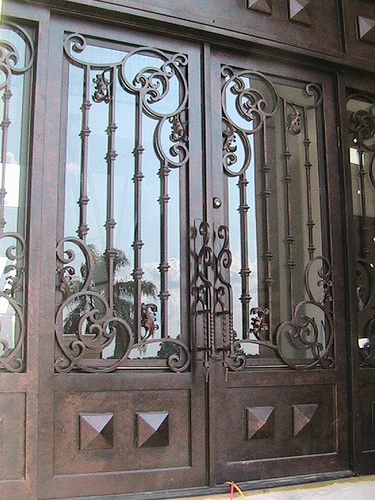 Forged iron entry doors custom designed exterior iron for Puertas rusticas de herreria